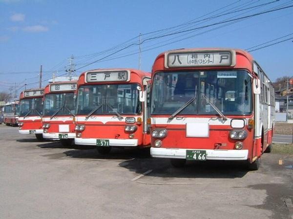 伝統にんにく卵黄のCMでユウキが乗った南部バス