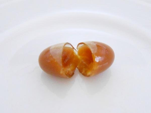 健康家族の伝統にんにく卵黄+アマニのカプセル断面図